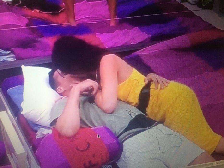 Beijo entre Jéssica e Pedro Alves